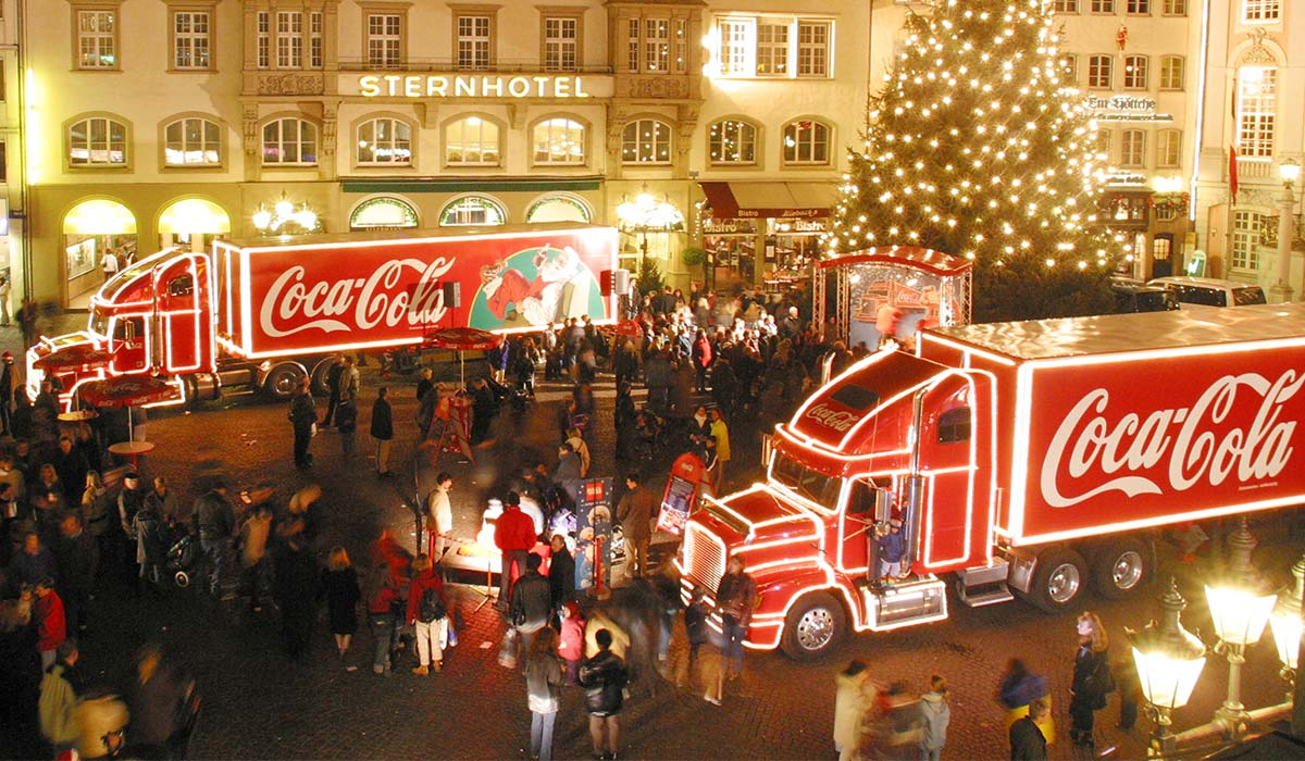 (GERMANY OUT) GER, Germany, Bonn Christmas market, Coca Cola truck    (Photo by Yavuz Arslan/ullstein bild via Getty Images)