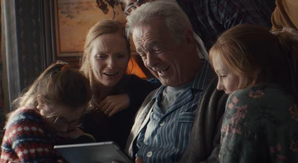 Un abuelo logra sonreir tras perder a su amada en conmovedor spot de Apple