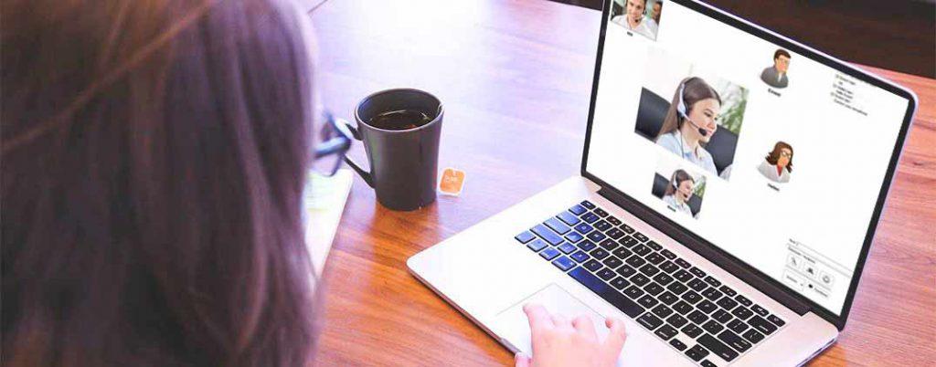 Sala virtual en clases de especialización en marketing