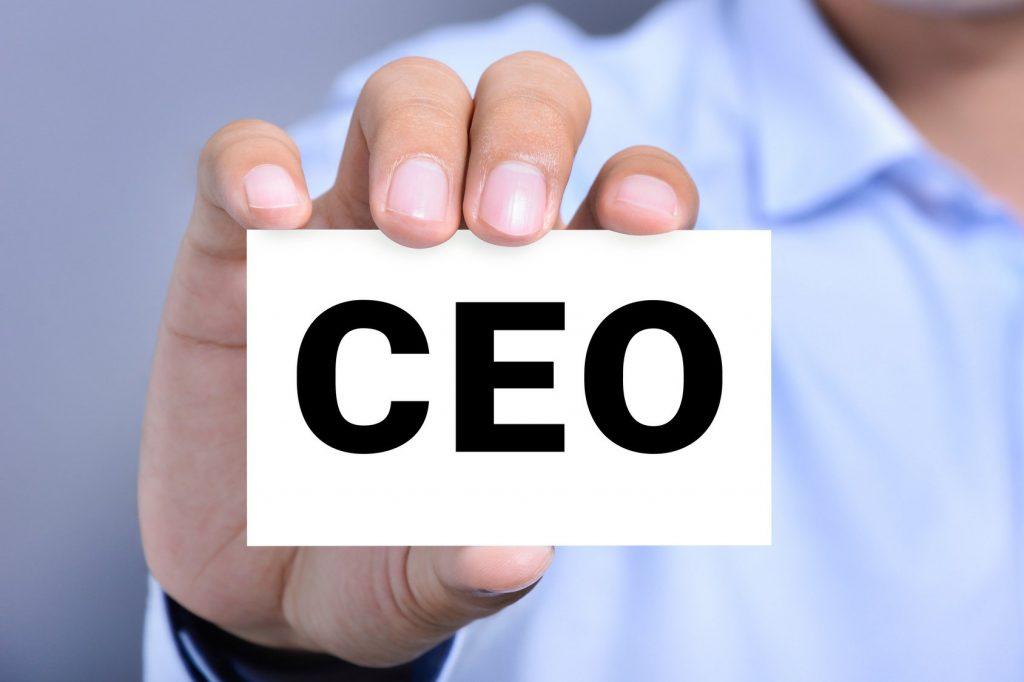 Qué significan las siglas CEO, COO, CFO, VP