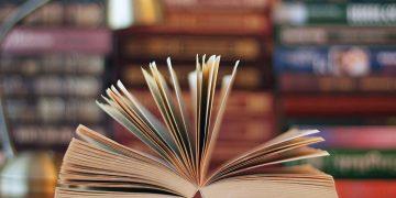 Fotografía de una biblioteca.