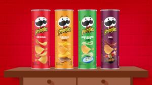 Papas Pringles sobre una mesa