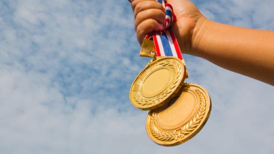 medallas para cursos gratuitos de marketing digital con certificación