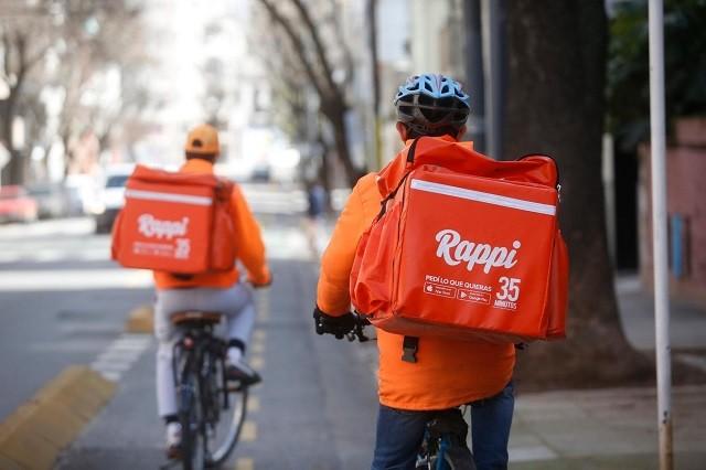 hombres en bicicleta sobre startups con mayor financiamiento